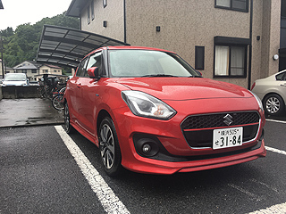 代車のSUZUKI SWIFT